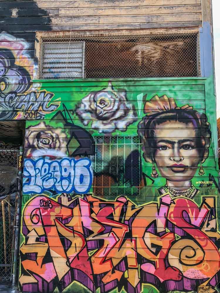 SF Mission Lilac Alley graffiti