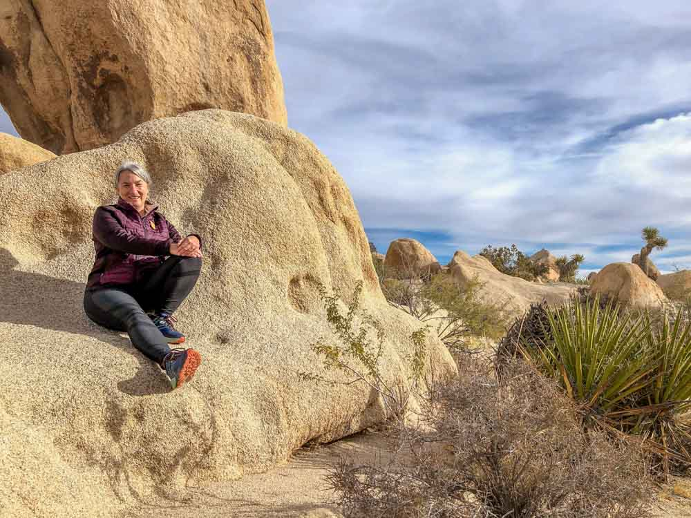 Hiking in Joshua Tree national park, arch rock