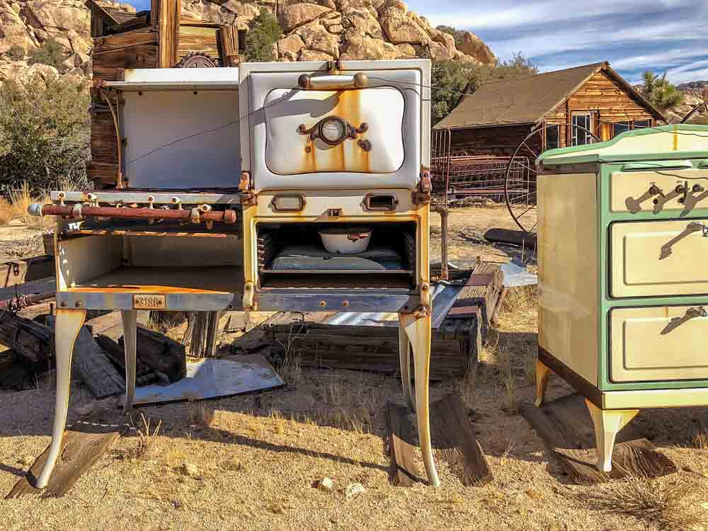 Keys Ranch tour Joshua Tree. rusted household appliances