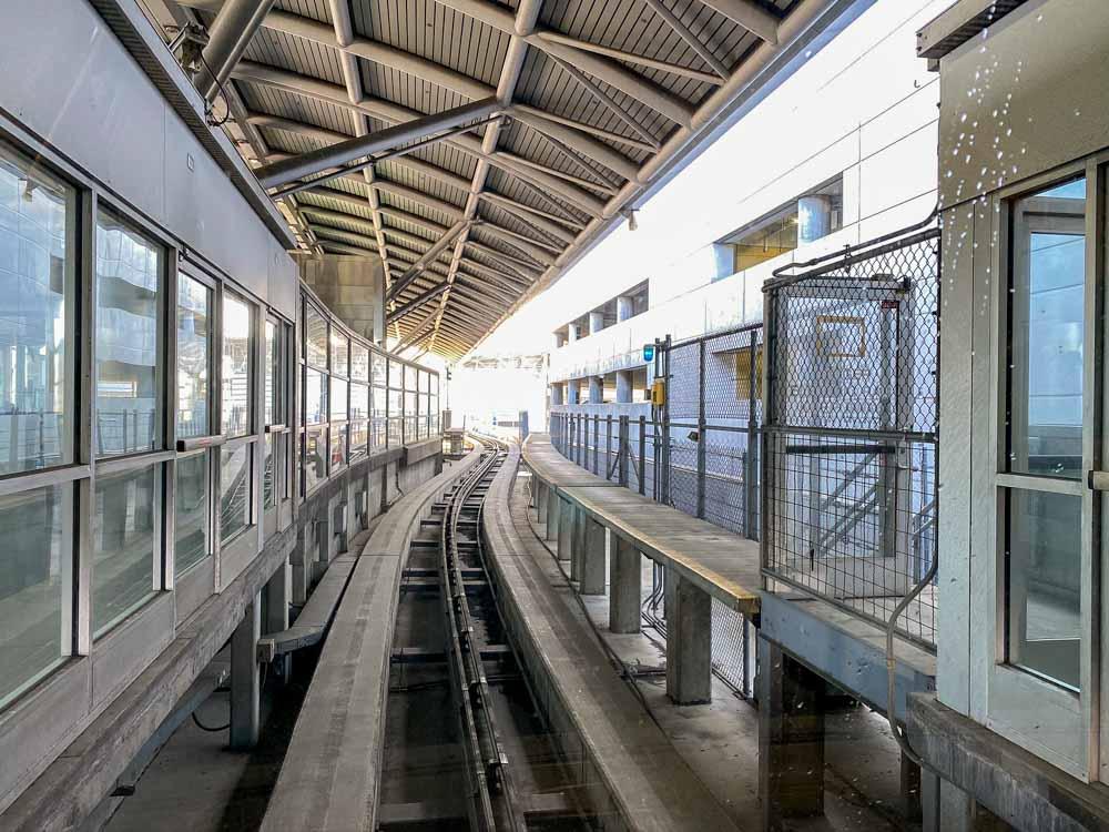 SF Airtrain tracks