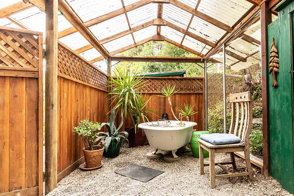 Santa Cruz tree house rental with outdoor bathtub
