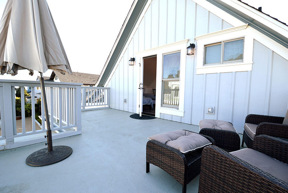 Airbnb near Santa Cruz Beach Boardwalk- outdoor deck