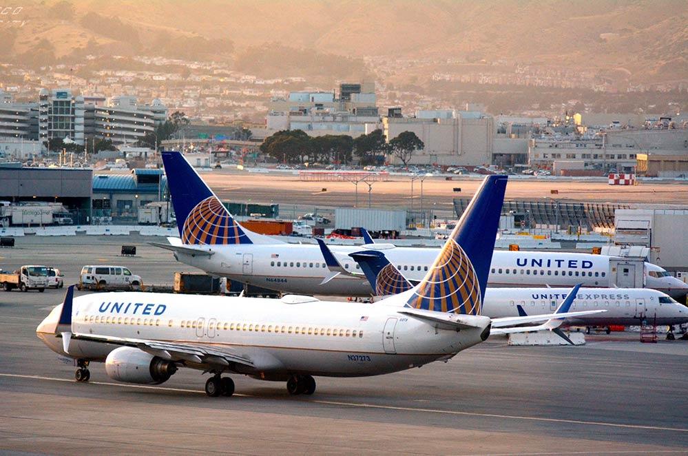 San Francisco airport united planes